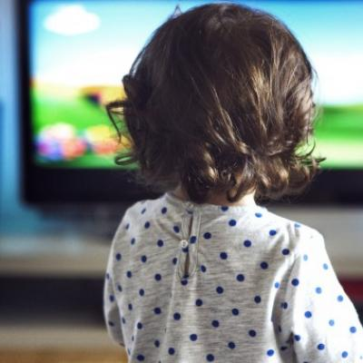 Enfant television maman vogue 740x380